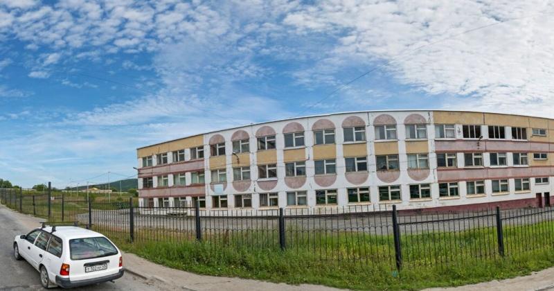 35 лет назад  начались занятия в средней школе № 27 города Магадана