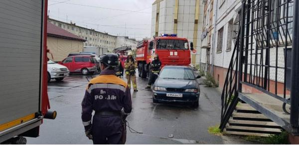 Соседи вызвали пожарных к магаданцу у которого подгорела еда на плите