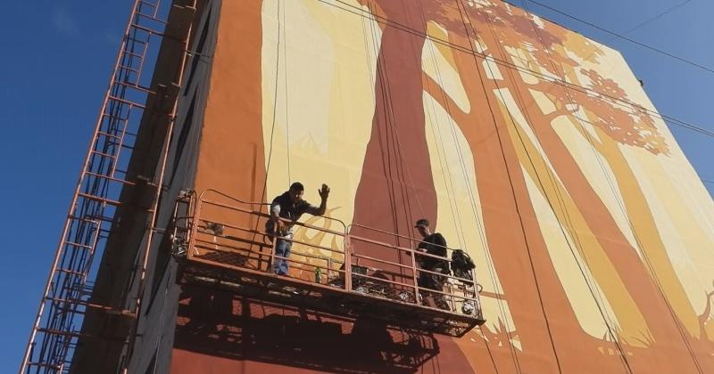 Практику художественного оформления фасадов пятиэтажек в Омсукчане продолжим и в следующем году, - Игорь Донцов