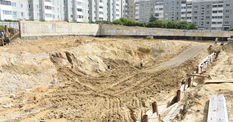 Строительство бассейна на Октябрьской и школы в Снежном обсудили в мэрии Магадана