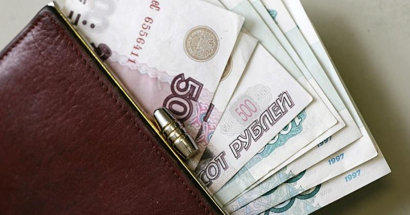Путин предложил повысить зарплату чиновникам в регионах