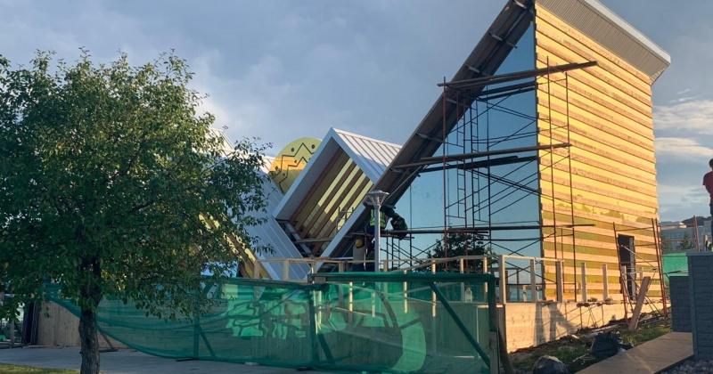 Силуэт гор, эвенский узор и символ начала дня — павильон Магаданской области на «Улицах Дальнего Востока» откроется 3 сентября