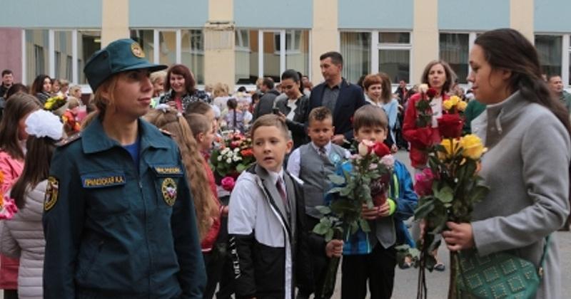 В День знаний пожарную безопасность в школах Колымы обеспечивали 115 сотрудников МЧС