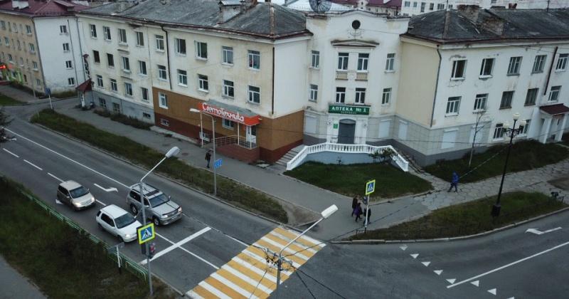 В Магадане на перекрёстке улиц Коммуны и Билибина установлен новый светофор