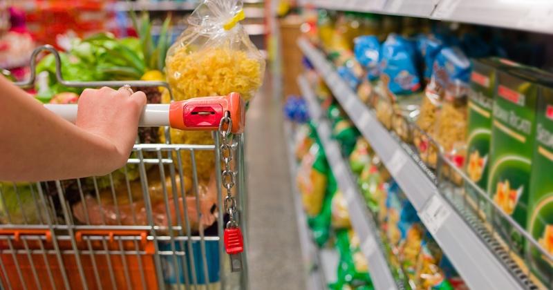 Предприниматель на Колыме реализовывал 13 наименований продуктов с истекшим сроком годности
