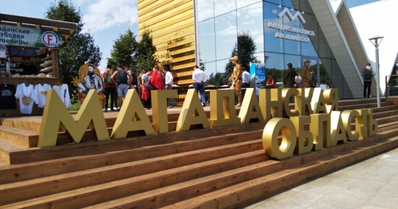 «Золотого великана» и «Мефистофеля» увидели гости павильона Магаданской области на выставке «Улица Дальнего Востока»