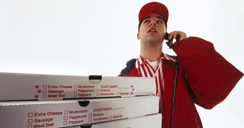 Заказал пиццу, а пополнил баланс телефона: магаданка стала жертвой мошенника