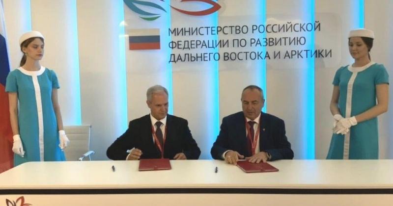 Мэрия Магадана подписала соглашение о сотрудничестве с Азиатско-Тихоокеанском банком на ВЭФ