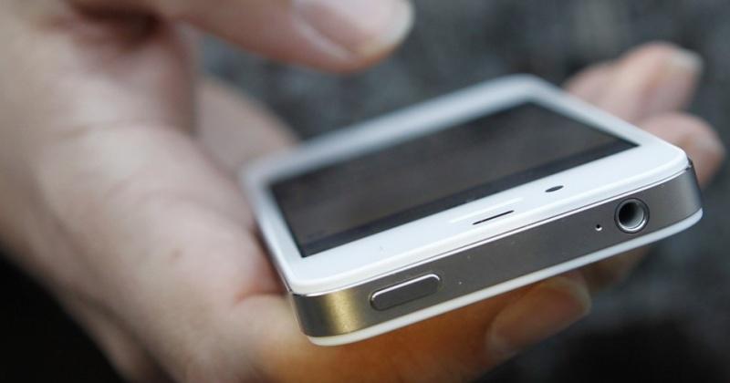 В Английской гимназии Магадана школьникам запретили пользоваться смартфонами.