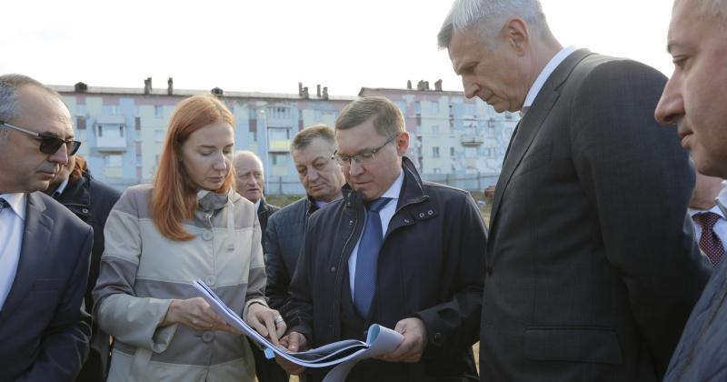 Министр строительства и ЖКХ России Владимир Якушев посетил Магадан с рабочим визитом