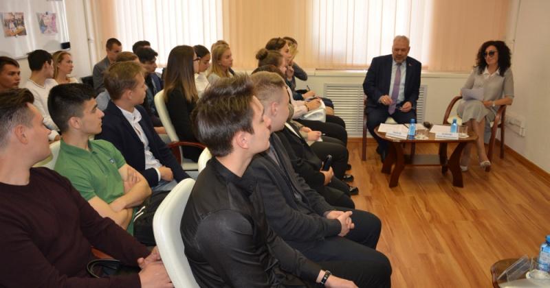 Студенты СВГУ познакомились с работой Магаданской областной Думы