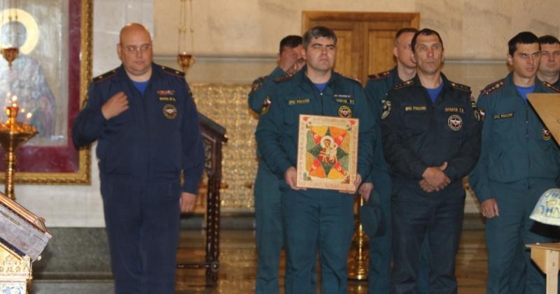 Сотрудники магаданского МЧС почтили икону «Неопалимая Купина»
