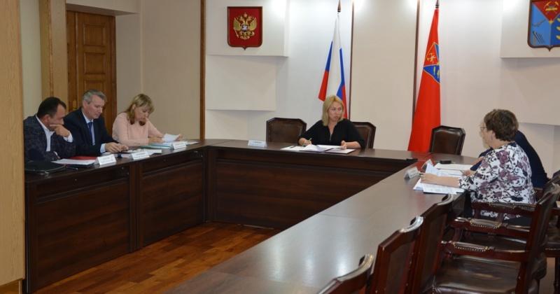 В региональном правительстве обсудили законопроект депутатов облдумы, направленный на поддержку детей-сирот