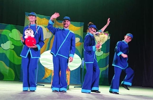С большим успехом прошли гастроли Магаданского театра кукол в Тамбовской области