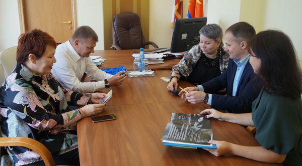 Партийцы оказали содействие победителю регионального конкурса «Учитель года»