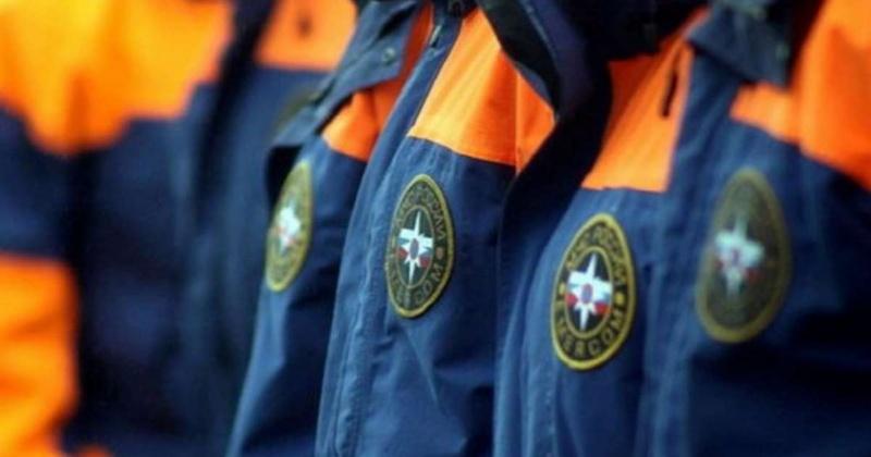 Спасатели провели занятия по соблюдению правил безопасности вблизи водоемов в средней общеобразовательной школе № 21