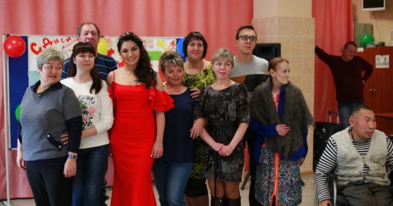 Великолепная Рада Рай подарила жильцам Магаданского дома-интерната для престарелых и инвалидов сольный концерт