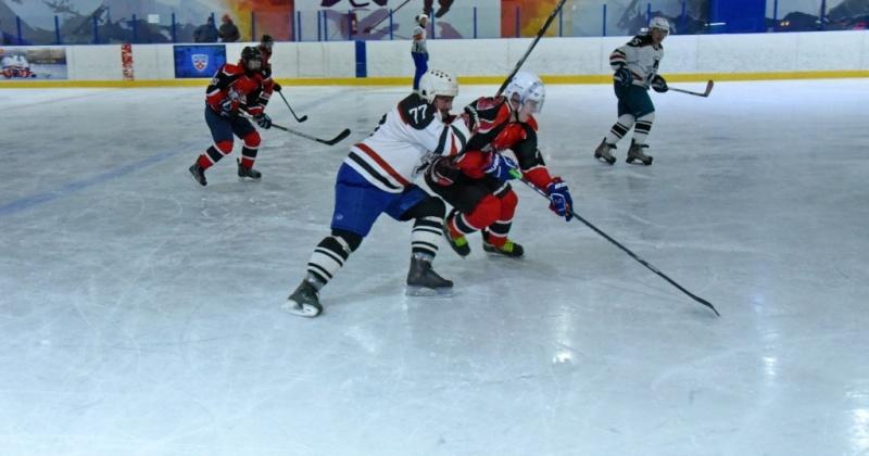 «Медведи» и «Морпорт» поборются за 1-2 место в Кубке мэра Магадана по хоккею
