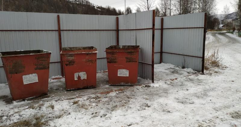 Только после вмешательства губернатора с территории одной из больниц Магаданской области смогли убрать мусор