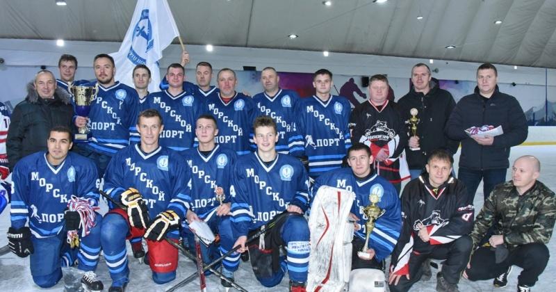 Команда «Морпорт» стала обладателем Кубка мэра Магадана по хоккею с шайбой-2019