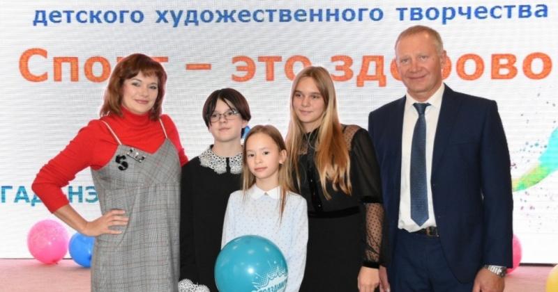 Владимир Милотворский наградил свыше 70 творческих колымских ребят