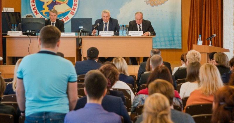 Сергей Носов: Вы отвечаете за приглашение и привлечение врачей, а значит, и за создание необходимых условий для приезжих медиков
