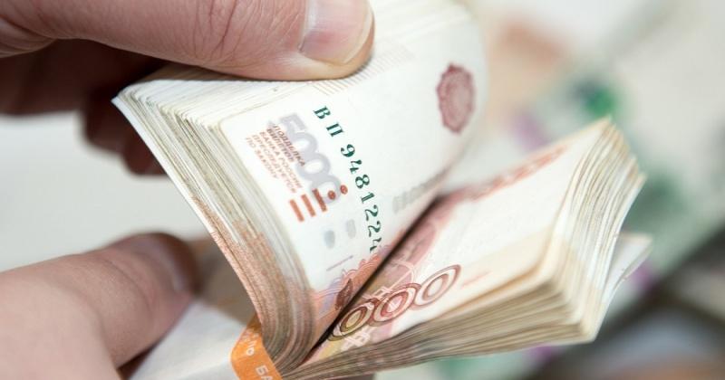 Изъятие денежных средств из кассы магазина и арест товара побудили предпринимателя в Магадане оплатить задолженность по налогам