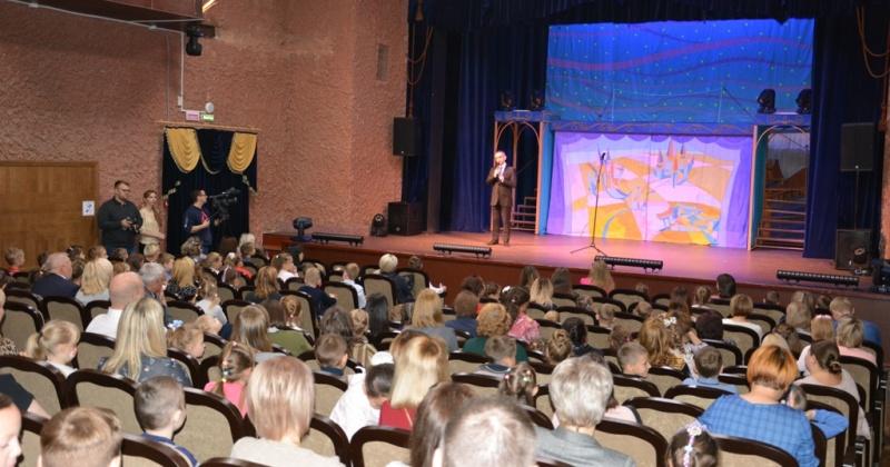 Сергей Абрамов поздравил Магаданский областной театр кукол с открытием 40-го театрального сезона