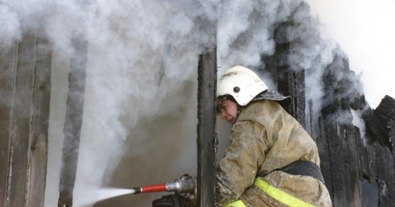 Гараж сгорел в Магадане в районе Горохового поля