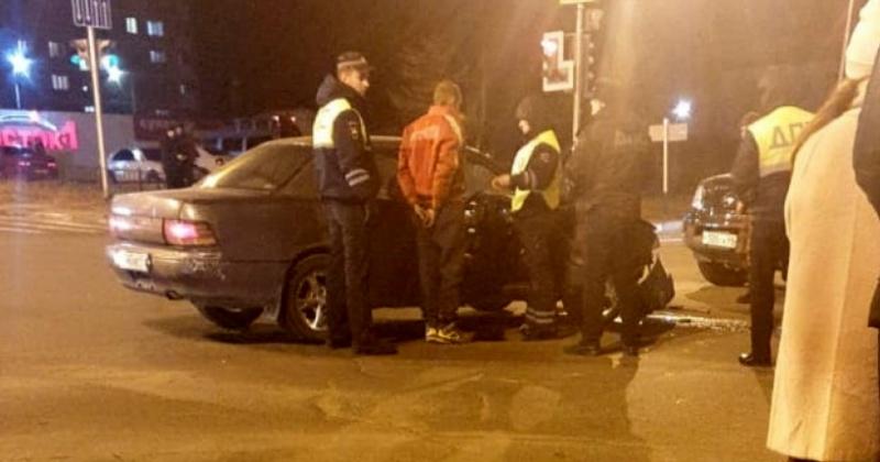 В сети появилось видео задержания пьяного водителя в Магадане, который пытался скрыться от полиции