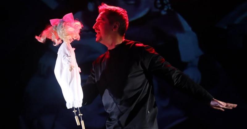 Моноспектакль Дмитрия Минченка «Марк Шагал – разрушитель гравитации» представили Магадане