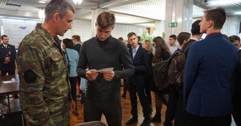 Сотрудники УФСИН пригласили молодежь работать в зонах Магадана