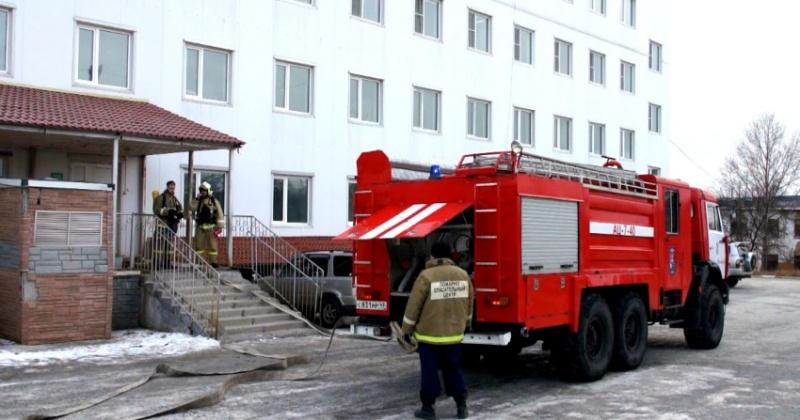 При пожаре в Магадане эвакуировали пациентов психоневрологического диспансера