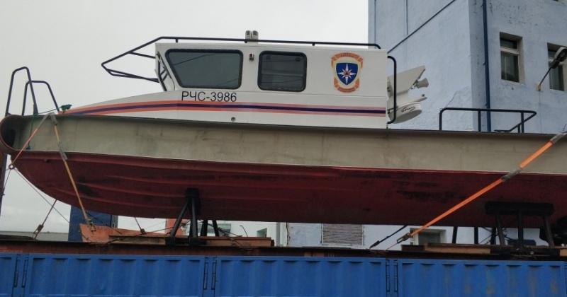 Парк спасателей Магадана пополнился новым мощным катером