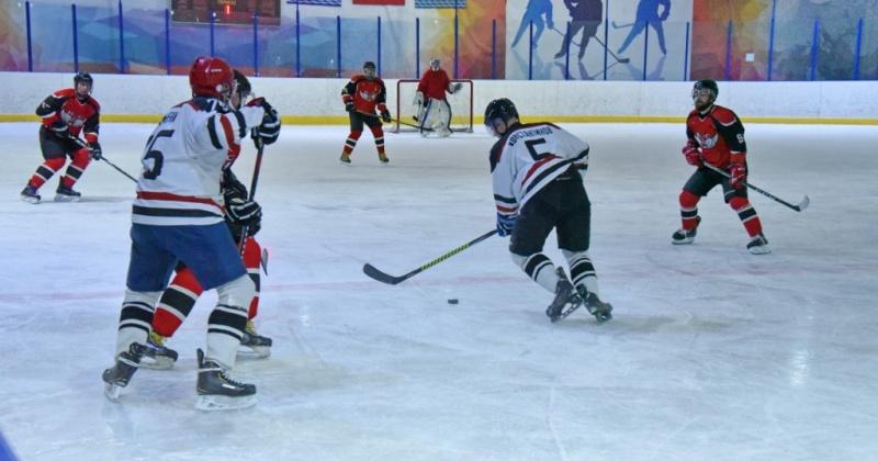 В борьбу за Кубок мэра Магадана вступили шесть команд (Фото)
