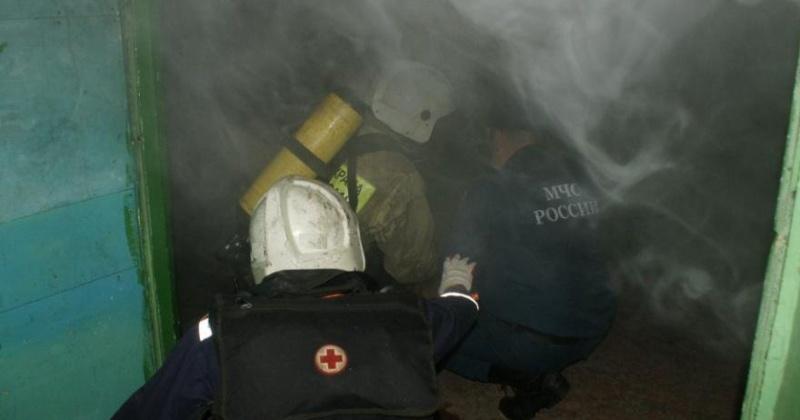 Пожар произошел в подъезде жилого многоквартирного дома в п.Сокол в Магадане