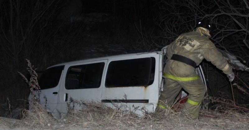 Водитель микроавтобуса пострадал в ДТП на колымской трассе