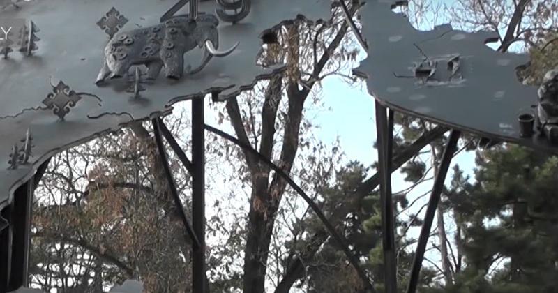 Мамонт стал символом Магадана на 15-тонной карте России в Симферополе