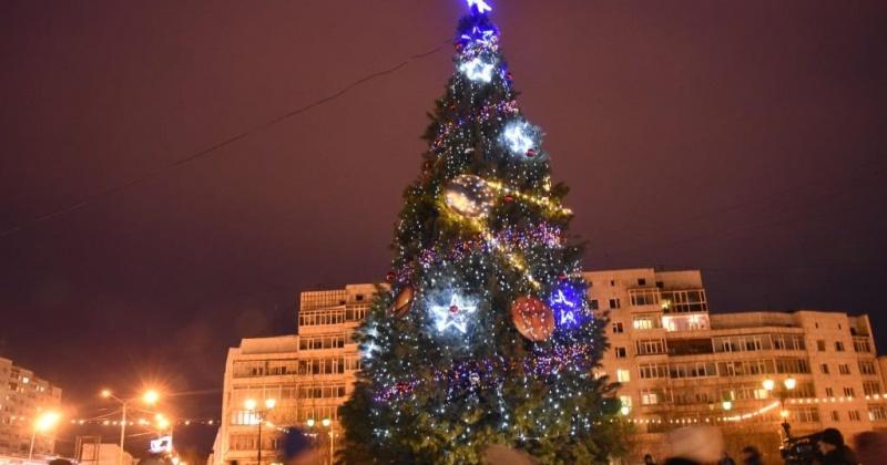 Магадан в этом году украсят 11 новогодних елок