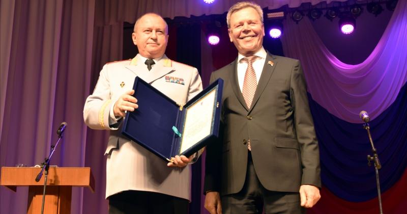 Лучшие полицейские Колымы получили награды на торжественном собрании