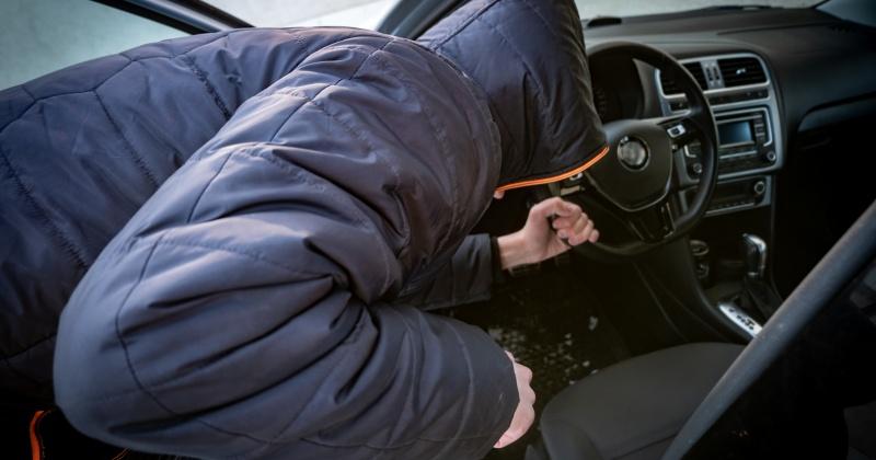 Автомобиль «УАЗ» угнал житель Магадана с парковки
