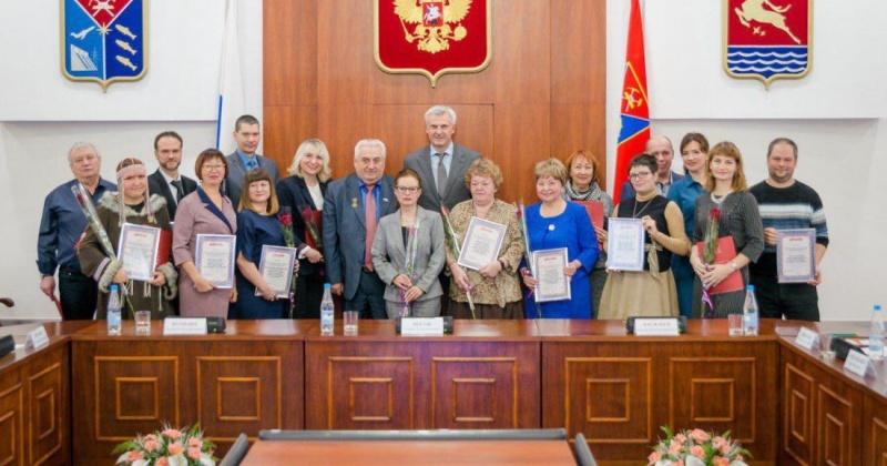 Глава Колымы наградил победителей конкурса президентских грантов и региональных социально ориентированных проектов