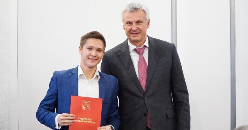 Губернатор Сергей Носов вручил благодарственные письма активистам за вклад в работу по защите прав несовершеннолетних
