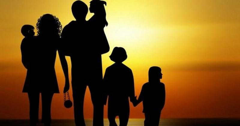 Почетным знаком  «Материнская слава» могут теперь награждать семьи, которые воспитывают четверых детей