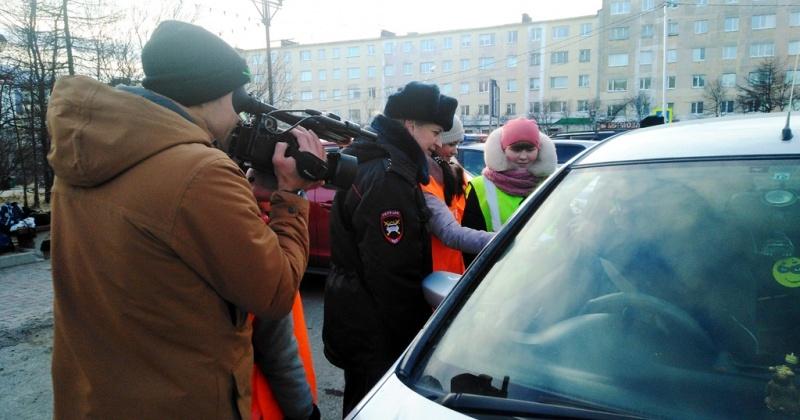 Участники акции призвали водителей и пешеходов Магадана соблюдать Правила дорожного движения
