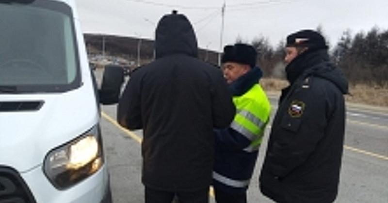 Автолюбителям Магадана рассказали о долгах на дороге