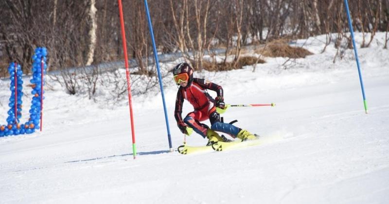 Отсутствие снега в Магадане не позволяют  составу Русской горнолыжной школы в полной мере встать на лыжи