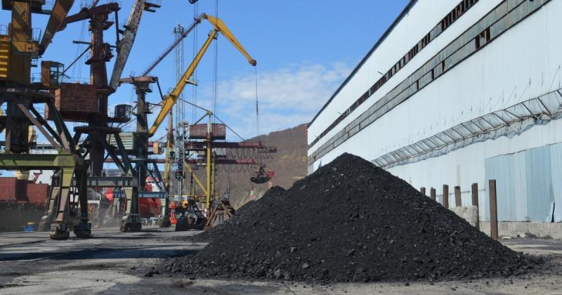 Теплоход «Юрий Тарапуров» доставил в Магадана последнюю партию угля для ТЭЦ
