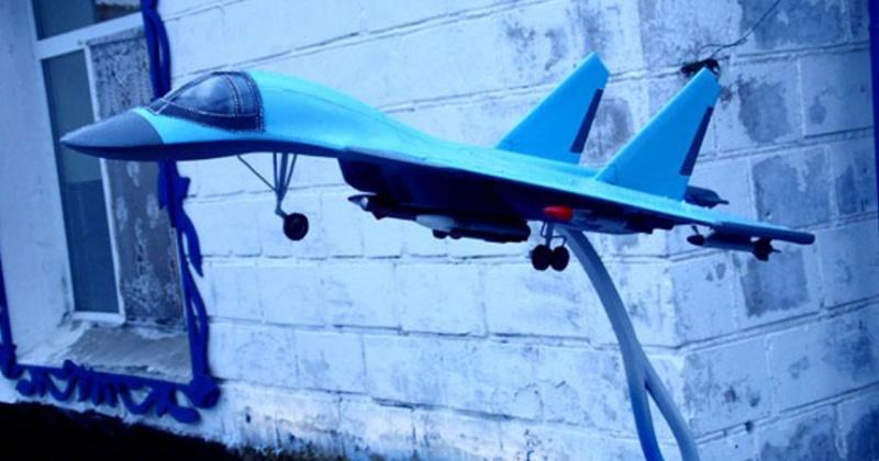 Самолет Су-27 появился в колонии строгого режима Магадана