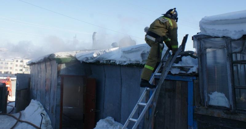 Частный дом по улице Полевая горел в Магадане